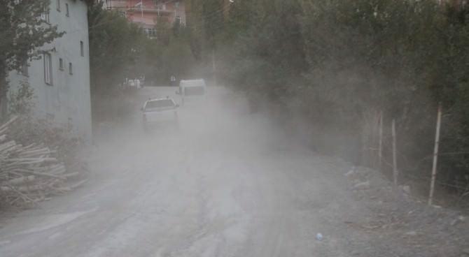 Merzan Mahallesi Yolu Onarılmayı Bekliyor