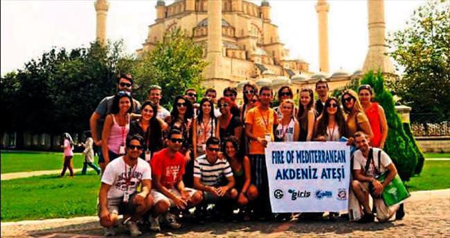 Yabancı öğrenciler Akdeniz ateşi yaktı