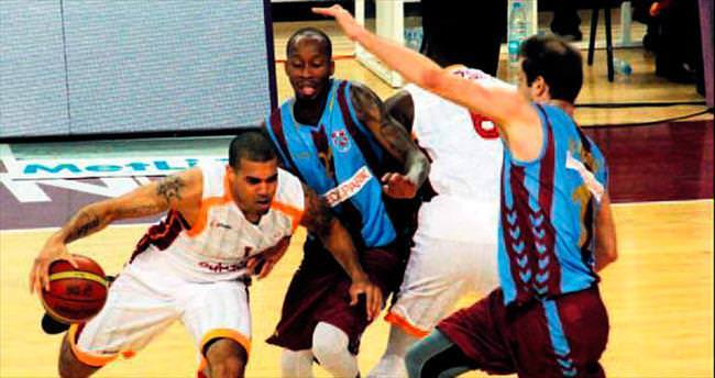 G.Saray, Trabzon'da güle oynaya kazandı
