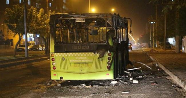 Diyarbakır'da yolcu otobüsünü yaktılar