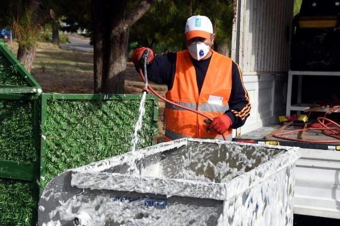 Aliağa'da Çöp Konteynerleri Dezenfekte Ediliyor