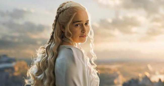 'Ejderhaların annesi' en seksi kadın seçildi
