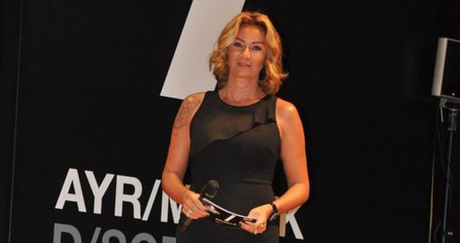Pınar Altuğ süper minisiyle göz doldurdu