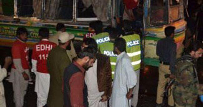 Pakistan'da otobüste patlama: 11 ölü
