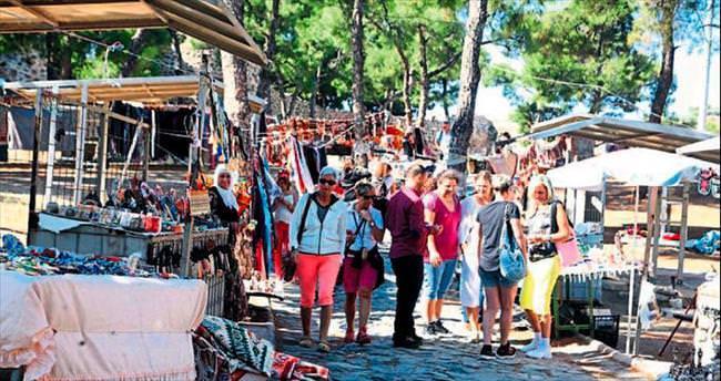 Kadifekale'de turist pazarı