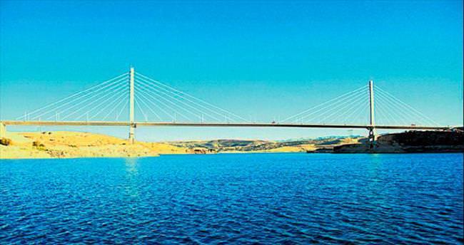 En uzun 4'üncü asma köprü tamamlandı