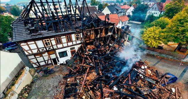 Göçmenlerin kaldığı binada yangın: 4 ölü