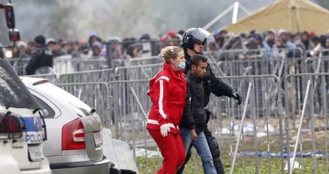 Slovenya'da mültecilerin çadırları kül oldu