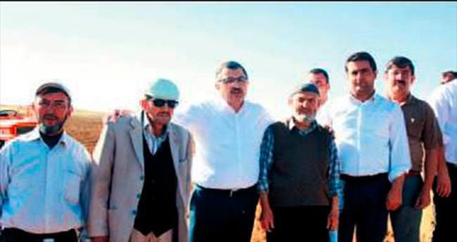Gündoğdu çiftçilerle birlikte tohum ekti