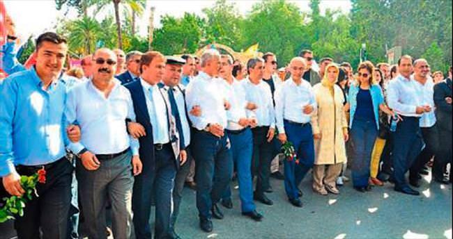 Lütfi Elvan Tarsus'ta coşkuyla karşılandı