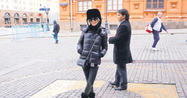 Ece Erken boşanır boşanmaz Rusya'ya gitti