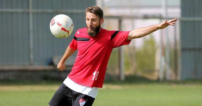 Elazığspor'un gol makinesi Serdar Özbayraktar