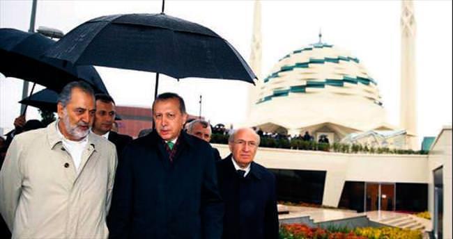İlahiyat Fakültesi Camisi ibadete açıldı