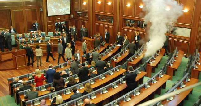 Kosova Meclisi karıştı