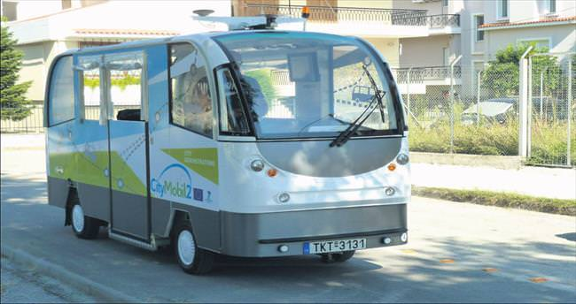 Yunanistan'ı şoförsüz otobüs seferleri karıştırdı