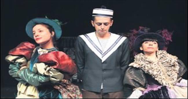 Antalyalı tiyatrocular Bursa'ya konuk oldu