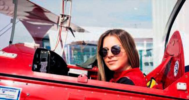 Türkiye'nin ilk kadın akrobasi pilotu...