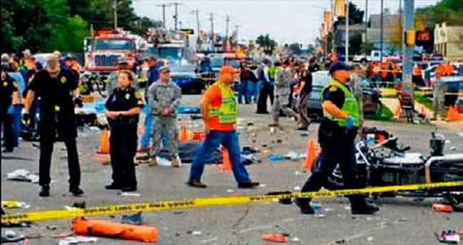 Sarhoş sürücü tören alanına daldı: 4 ölü