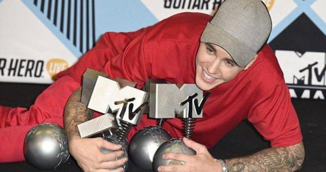 2015 MTV EMA Ödül Töreni'nde ödüller sahiplerini buldu