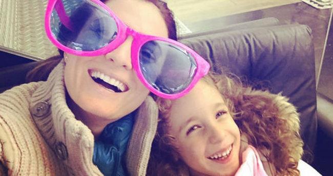 Ceyda Düvenci'nin kızının neşeli tedavisi