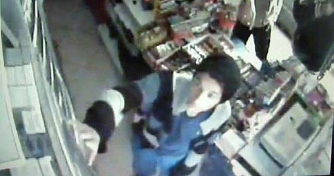 Hırsızlar girdikleri markette müşteriye satış yaptı
