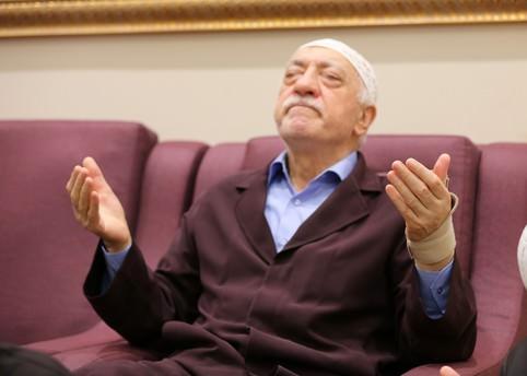 Gülen ABD Kongresi'ni sahte belgelerle kandırdı