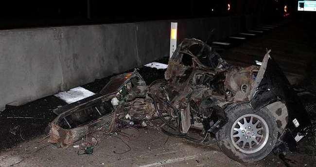 Otomobil beton bariyerlere çarptı: 1 ölü, 1 yaralı