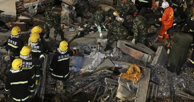 Çin'de çöken bina 17 işçiye mezar oldu