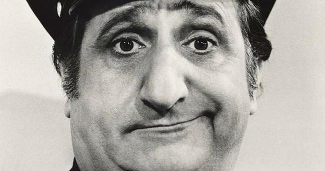 'Mutlu Günler'in komedi aktörü Al Molinaro öldü