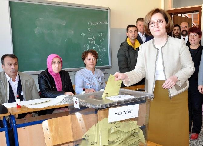 Ruhsar Demirel Oyunu Cumhuriyet Anadolu Lisesi'nde Kullandı