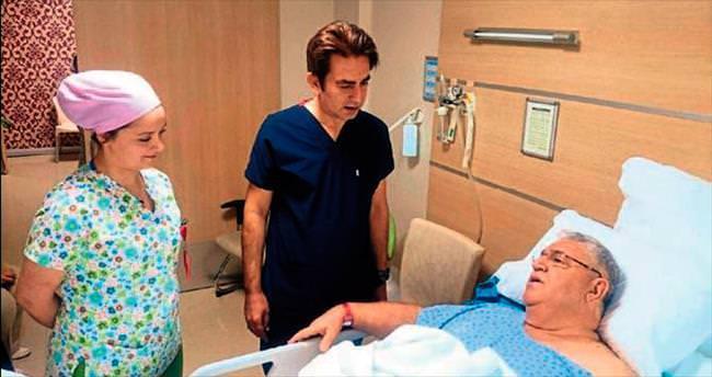 Uz. Dr. Bayrak'tan konuşarak ameliyat