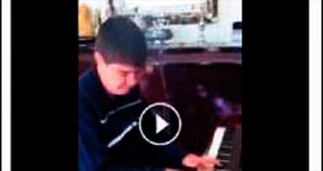 Menderes Türel'den piyano şov