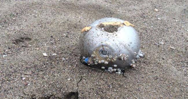 Karasu'da esrarengiz bir cisim sahile vurdu