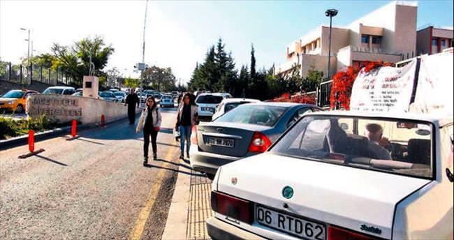 Hacettepe'de 'yayalar yolda araçlar kaldırımda' tepkisi