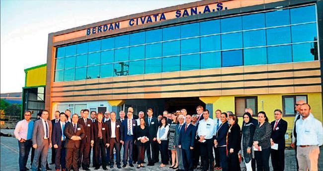 Alman Bakan Tarsus'ta cıvata fabrikasını gezdi