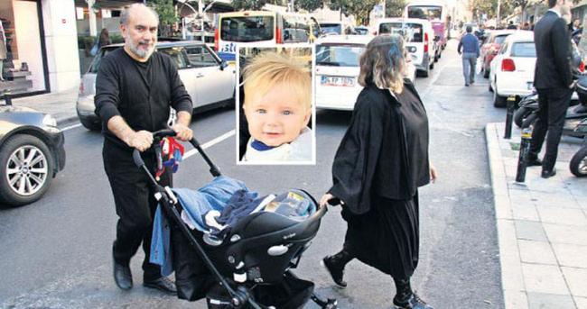 Bebeğiyle ilk kez görüntülendi