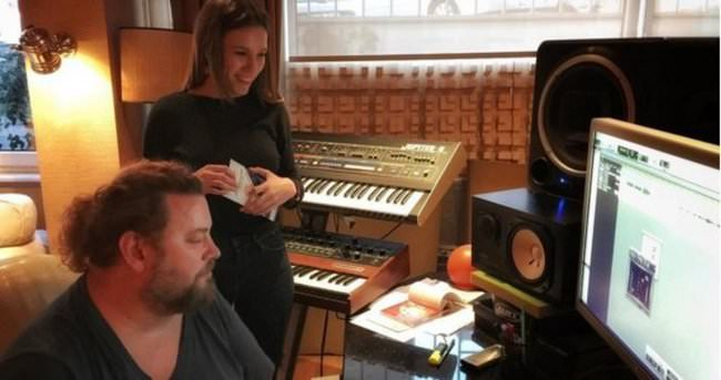 Serenay Sarıkaya stüdyoya girdi
