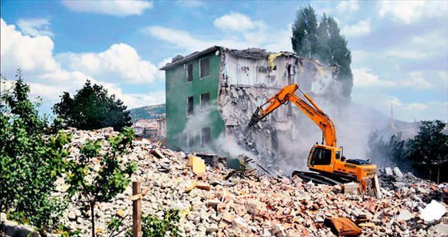 Ulubey'de 650 gecekondu daha yıkıldı