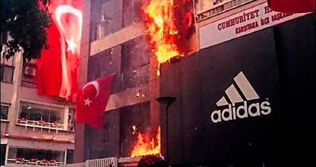 Karşıyaka'da çıkan yangın panik yaşattı