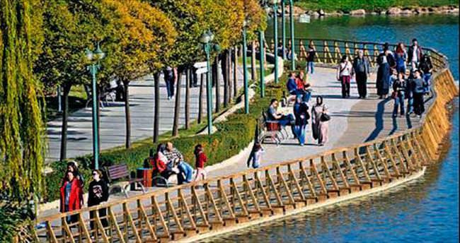 Başkentli pastırma yazının tadını parklarda çıkarıyor