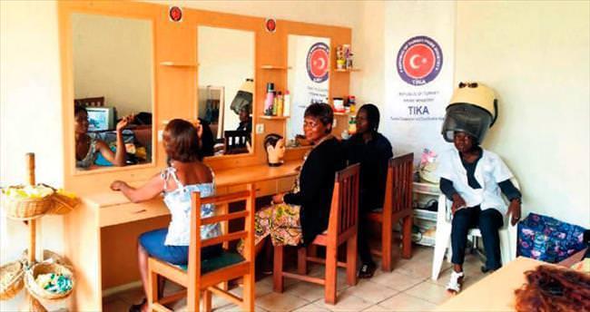 TİKA'dan Kamerunlu kadınlara donanım desteği