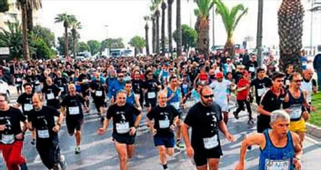 İzmir'de, Ata'dan Ana'ya saygı koşusu