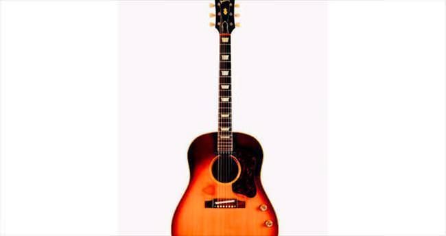 Lennon'ın gitarına 7 milyon lira...
