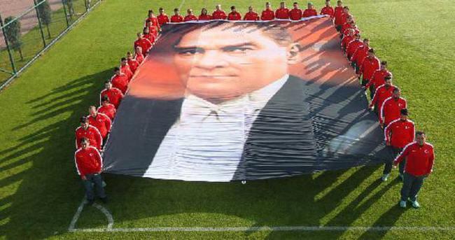 A Milli Futbol Takımı, Atatürk'ü andı