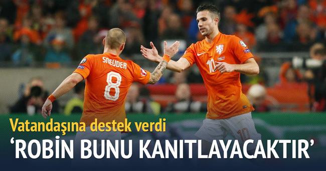 Sneijder'den Van Persie yorumu: Oyununa odaklanmalı