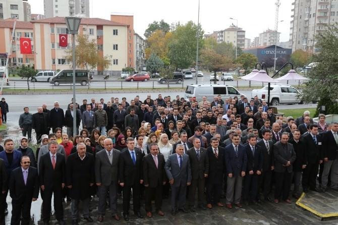 Melikgazi Belediyesi Çalışanları Ata' Ya Saygı Duruşunda Bulundu