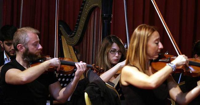 Senfonik akşamlarla klasik müziği sevdirmeye çalışıyorlar