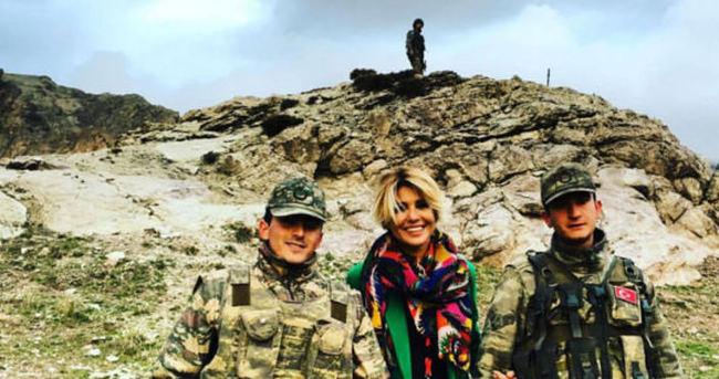 Gülben Ergen Türk askerleriyle poz verdi