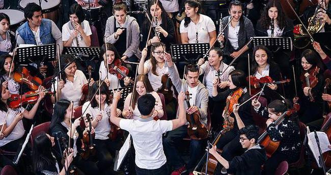 Binlerce çocuğu müzikle buluşturdular