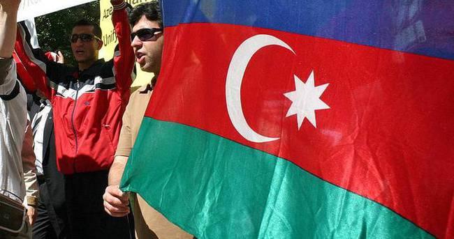 İran'daki Azerbaycan Türkleri ırkçılığa isyan ediyor